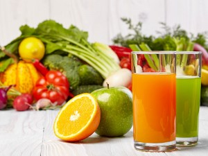 Juices-in-glass-with-vegetables